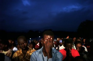 haiti-praying-crowd_12572_600x450