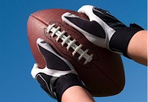 hands-catching-football-290